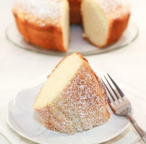 Lighter Classic White Cake | recipe from runawayrice.com