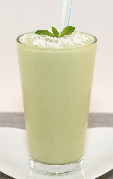 Healthy and delicious Avocado Smoothie (Sinh To Bo) | recipe from runawayrice.com