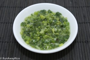 Scallion Oil (Mo Hanh) - Super easy to make! | recipe from runawayrice.com