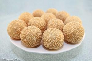 Sesame Balls (Banh Cam / Banh Ran) - Delicious Asian Donuts!   recipe from runawayrice.com