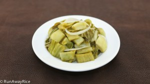 Pickled Mustard Greens (Dua Cai Chua) | recipe from runawayrice.com