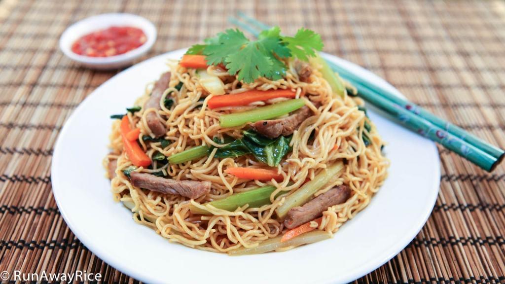 Stir Fried Egg Noodles (Mi Xao Mem) - Easy recipe for this classic Asian dish!   recipe from runawayrice.com