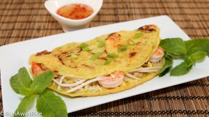 Sizzling Savory Crepes (Banh Xeo) - Just Like Mom's | recipe from runawayrice.com