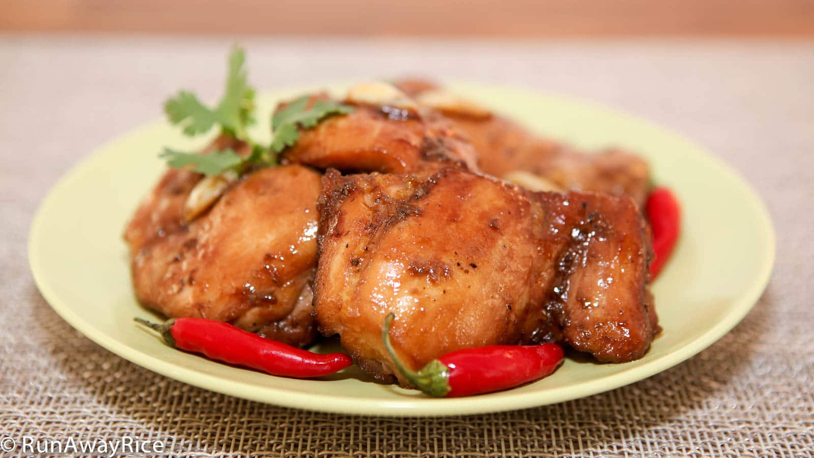 Sweet and Savory Sauteed Chicken (Ga Ro Ti) Mouth-wateringly good and very easy to make! | recipe from runawayrice.com