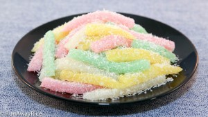 The name comes from the strands of cake which resemble silkworms.