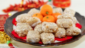 Chewy Sesame Peanut Candy (Keo Me Dau Phong) - Chewy, Nutty and Sticky Good! | recipe from runawayrice.com