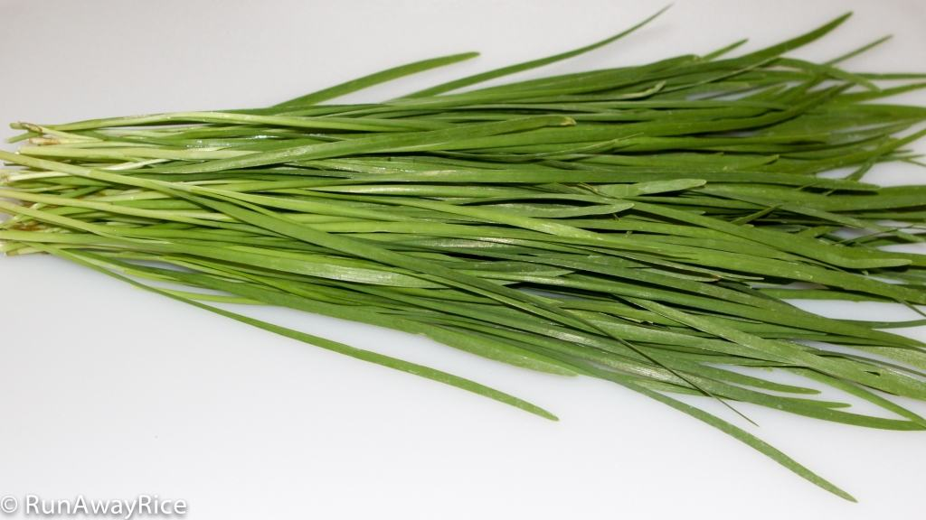 A Guide to Vietnamese Herbs: Garlic Chives | runawayrice.com
