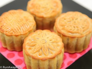 Everyone should learn how to make these beautiful cakes for the Mid-Autumn Festival! | recipe from runawayrice.com