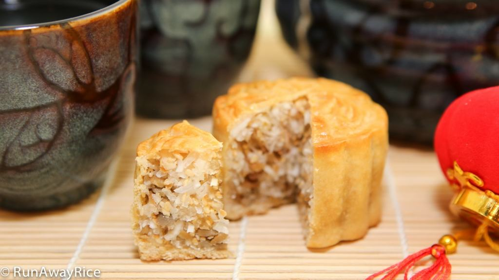 These mooncakes have a sweet filling made of coconut, sunflower and sesame seeds. Yum! | recipe from runawayrice.com