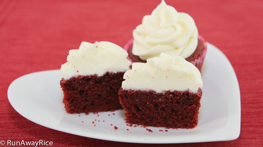 Valentien's Day Red Velvet Cupcakes with Cream Cheese Frosting | recipe from runawayrice.com