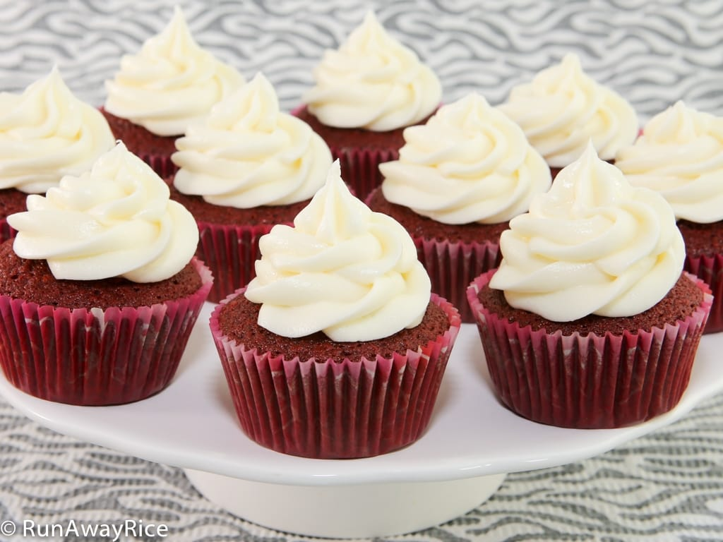 Luscious Red Velvet Cupcakes with Cream Cheese Frosting | recipe from runawayrice.com