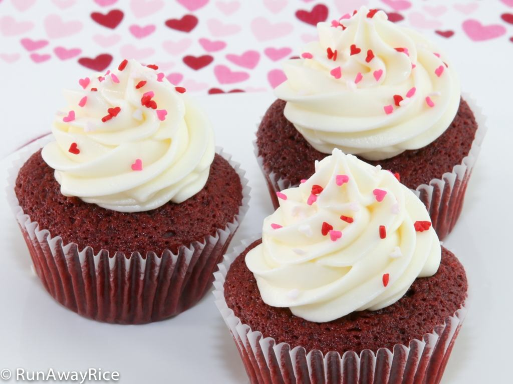 Red Velvet Cupcakes - Indulge Your Loved One! | recipe from runawayrice.com