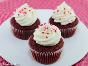 Hands-down the best Red Velvet Cupcake Recipe EVER! | recipe from runawayrice.com