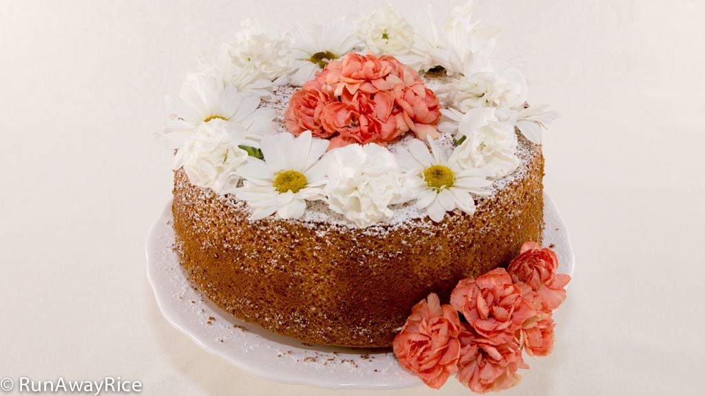 Bring this to your next bridal shower: Gorgeous Orange Chiffon Cake with Edible Flowers | recipe from runawayrice.com