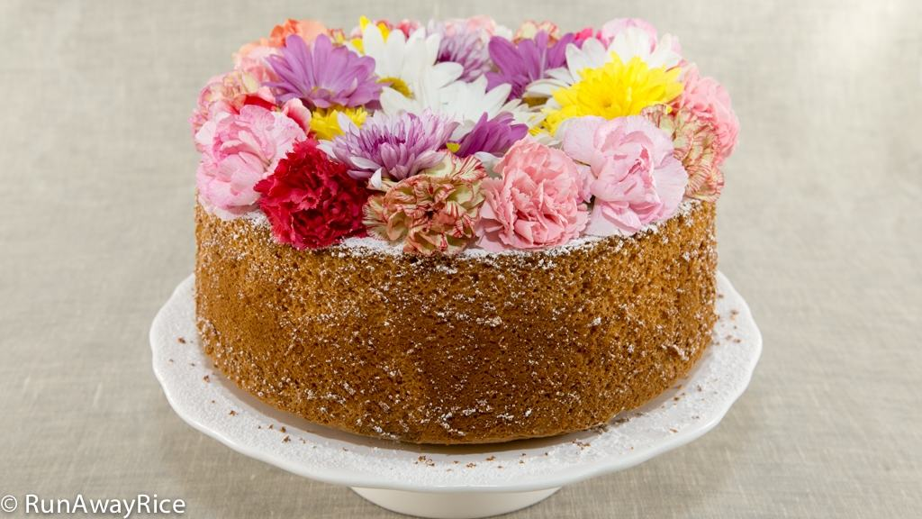 Celebrate Spring with this gorgeous Orange Chiffon Cake with Edible Flowers | recipe from runawayrice.com