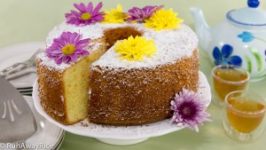 Orange Chiffon Cake with Edible Flowers--Serve it at your next tea party! | recipe from runawayrice.com