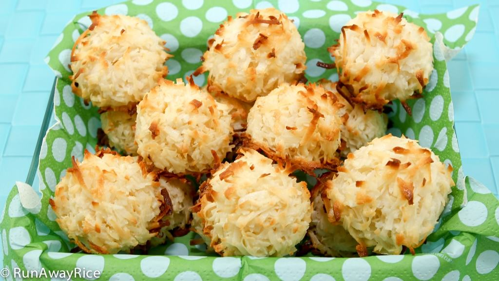 Just the right sweetness Coconut Macaroons | recipe from runawayrice.com