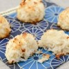 Coconut Macaroons-the easiest cookies to make! | recipe from runawayrice.com