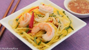 Refreshing mango and succulent shrimp served with a zest dressing | recipe from runawayrice.com