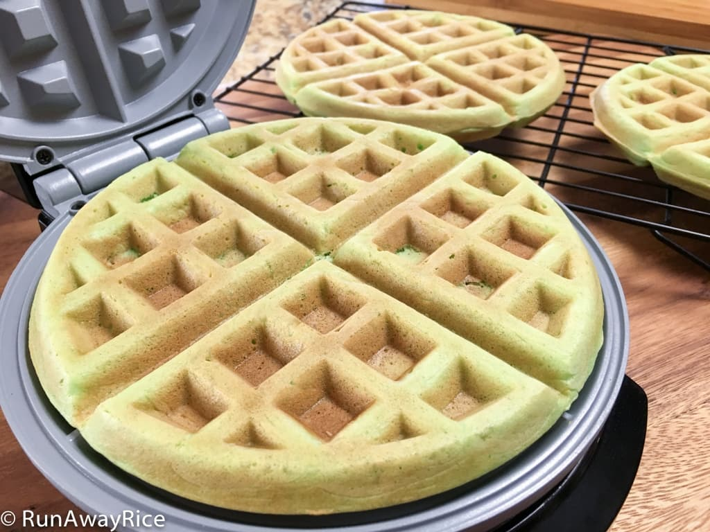 Pandan Waffles (Banh Kep La Dua) - Hot, Crispy and So Amazing! | recipe from runawayrice.com