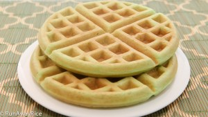 Pandan Waffles (Banh Kep)--Slightly sweet and deliciously crispy | recipe from runawayrice.com