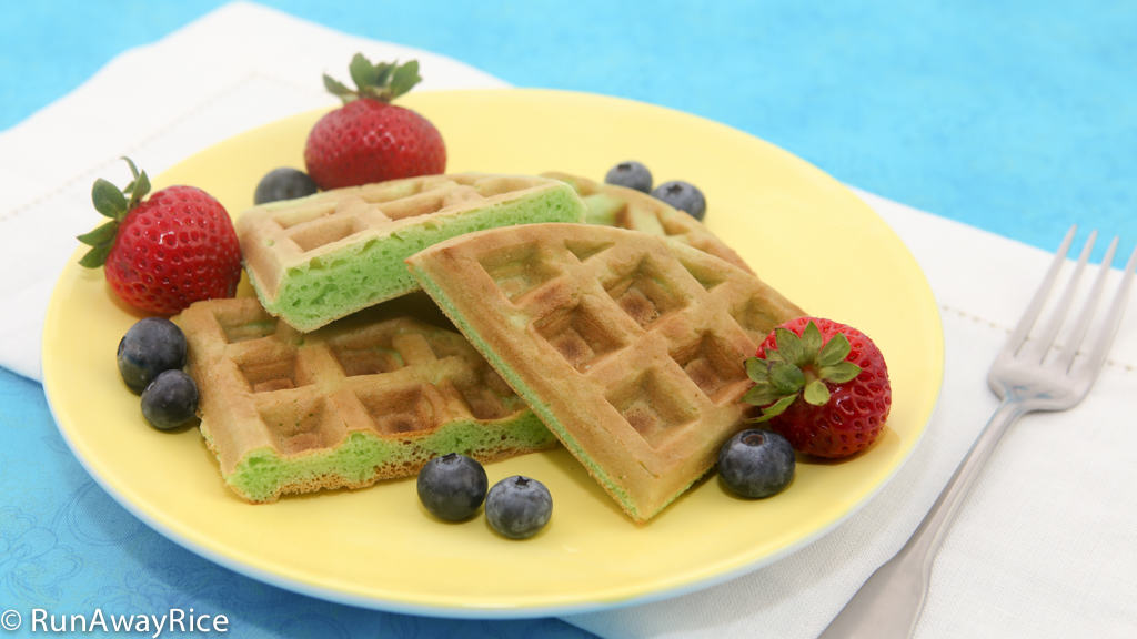Pandan Waffles (Banh Kep La Dua) - The best waffles you've ever had! | recipe from runawayrice.com