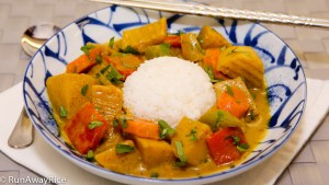 Easy recipe for making this hearty and delicious Vietnamese-style Vegetable Curry | recipe from runawayrice.com