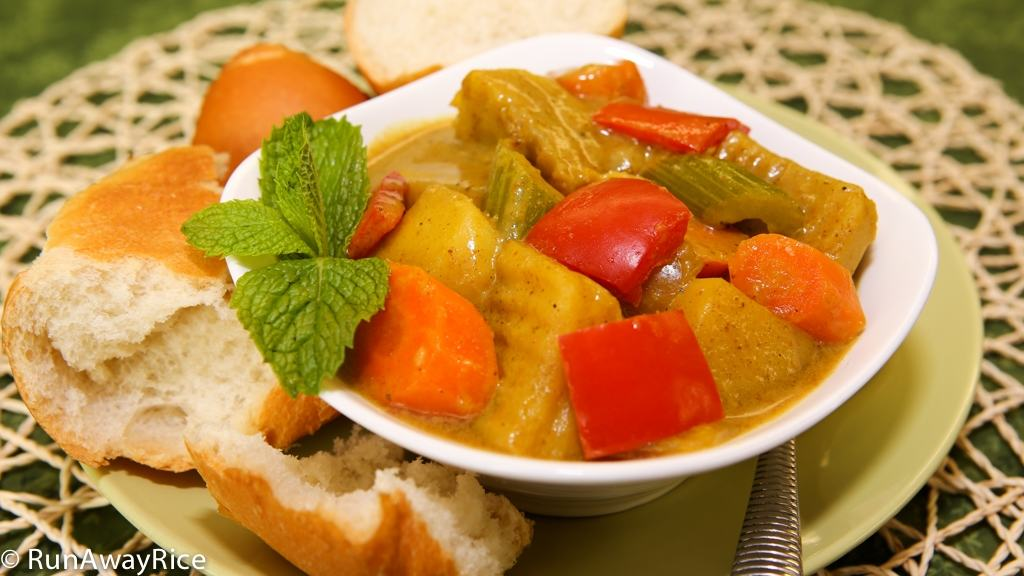 Hearty and delicious Vietnamese-style Vegetable Curry served with crusty French bread | recipe from runawayrice.com