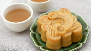 Make homemade Mooncakes with Salted Egg Yolks with this step-by-step video recipe | recipe from runwayrice.com