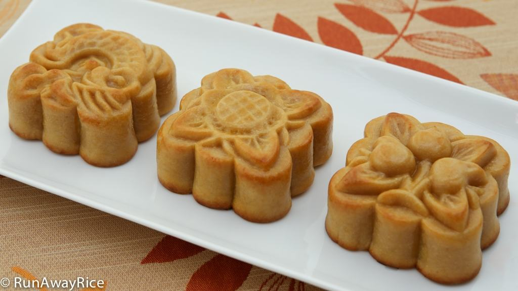 Celebrate the Mid-Autumn Festival with these beautiful and delicious Mooncakes | recipe from runawayrice.com