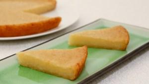 Cassava Cake (Banh Khoai Mi Nuong) - Popular Vietnamese Sweet Treat | recipe from runawayrice.com