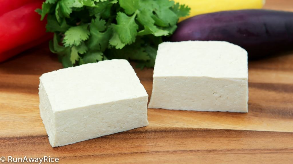 Make Healthy Homemade Tofu (Dau Hu) with this 3-Ingredient Recipe | recipe from runawayrice.com