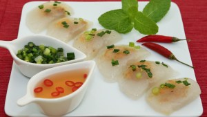 Clear Shrimp and Pork Dumplings (Banh Bot Loc Tran) | recipe from runawayrice.com