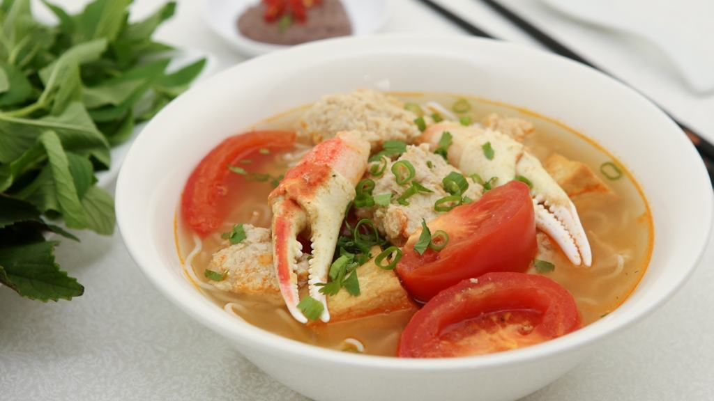 So much goodness in one bowl: Crab Noodle Soup (Bun Rieu) | recipe from runawayrice.com