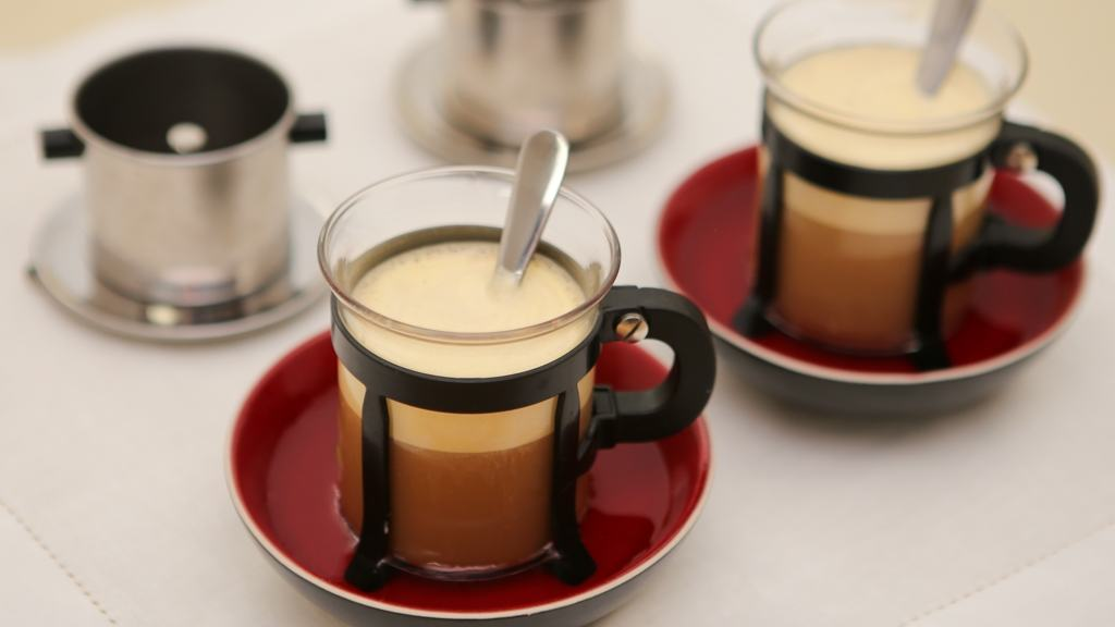 Vietnamese Egg Coffee (Ca Phe Trung): A Drink and Dessert All in One! | recipe from runawayrice.com