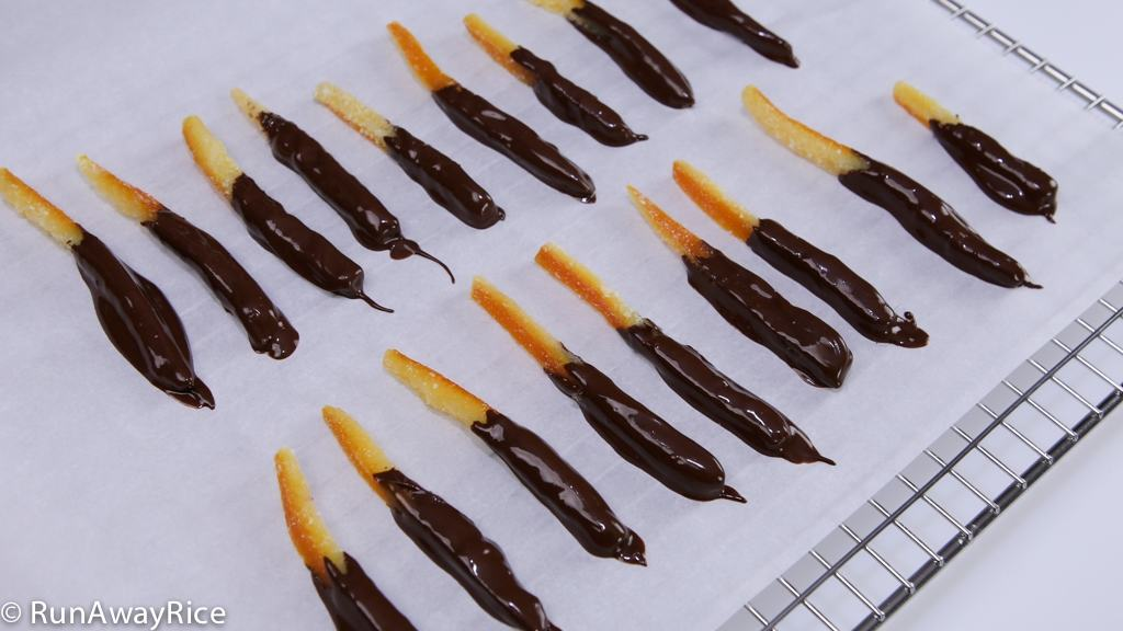 AMAZING Candied Orange Peels Dipped in Dark Chocolate | recipe from runawayrice.com