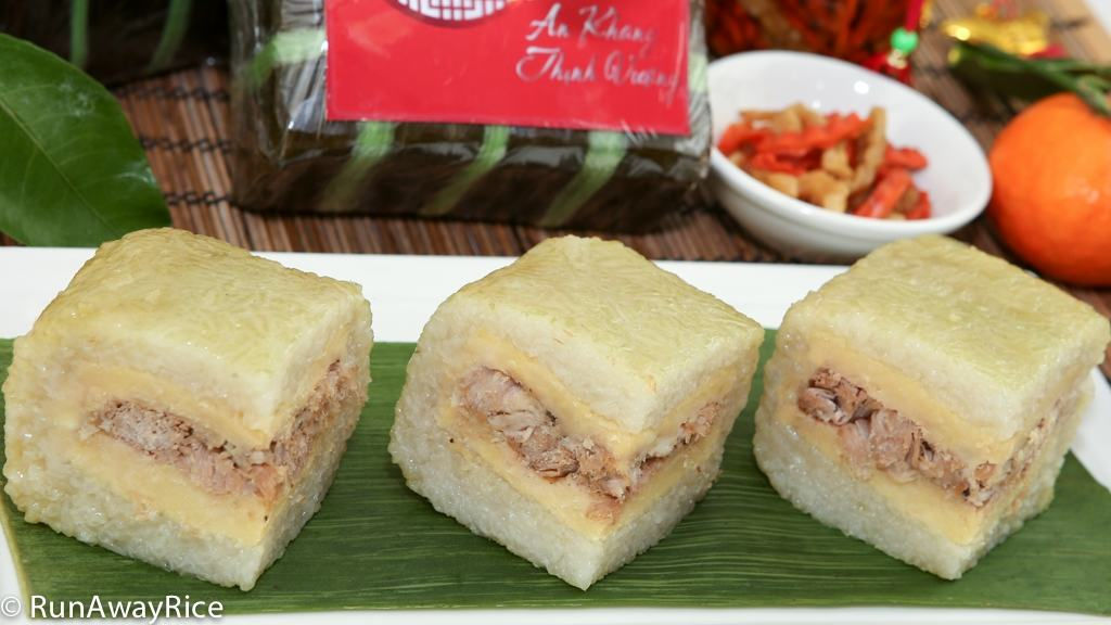 Scrumptious Sticky Rice Cakes with Mung Bean and Pork (Banh Chung) | recipe from runawayrice.com
