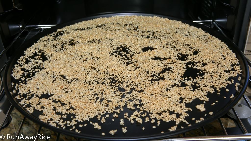 Toasted Sesame Seeds | recipe from runawayrice.com