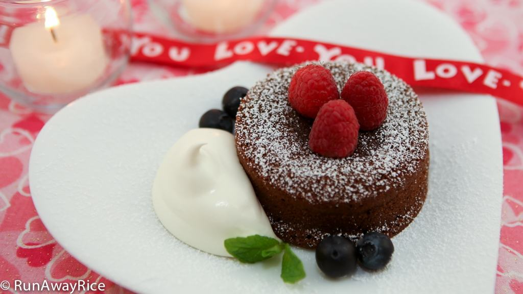 Valentine's Day Chocolate Lava Cake | recipe from runawayrice.com