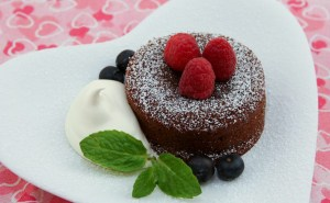 Scrumptious Chocolate Lava Cake | recipe from runawayrice.com