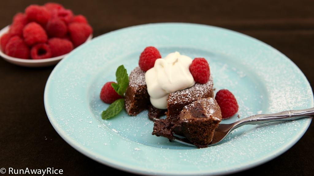 Super Delicious Chocolate Lava Cake | recipe from runawayrice.com