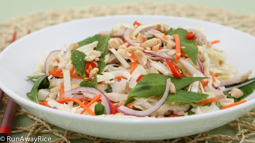 Refreshing and Healthy Chicken Cabbage Salad (Goi Ga) | recipe from runawayrice.com