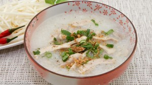 This is pure comfort food! Chicken Congee / Rice Porridge (Chao Ga) | recipe from runawayrice.com