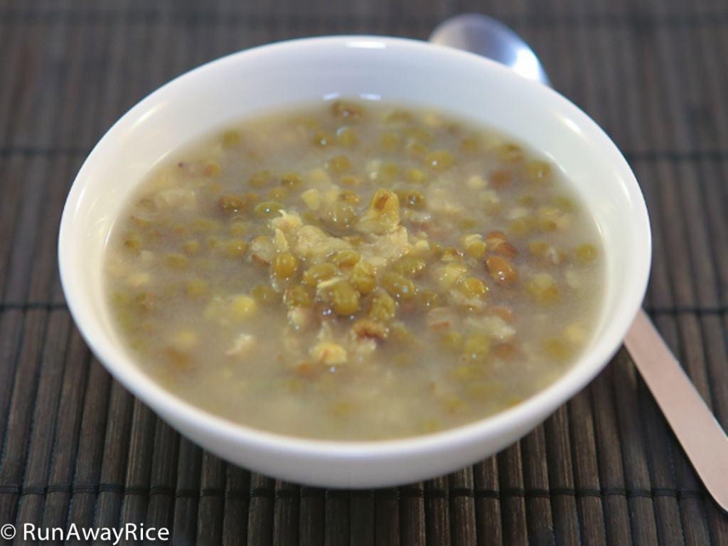 Delicious and Simple Mung Bean Dessert (Che Dau Xanh) | recipe from runawayrice.com