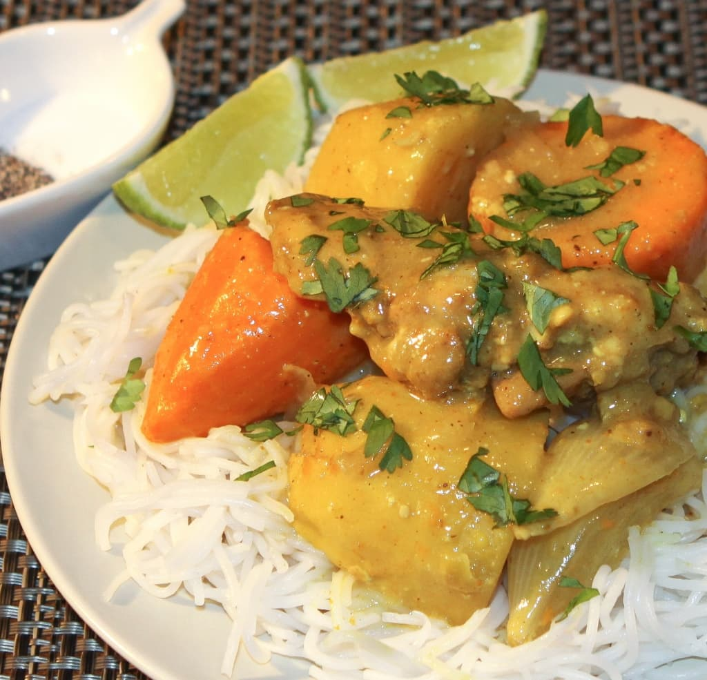 Slow Cooker Chicken Curry (Ca Ri Ga) | recipe from runawayrice.com