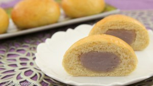 Taro Buns (Banh Mi Ngot Nhan Khoai Mon) - yummy sweet buns with taro root filling | recipe from runawayrice.com