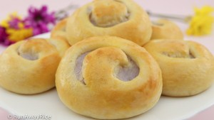 Taro Buns (Banh Mi Ngot Nhan Khoai Mon) - scrumptious sweet buns with taro root filling | recipe from runawayrice.com