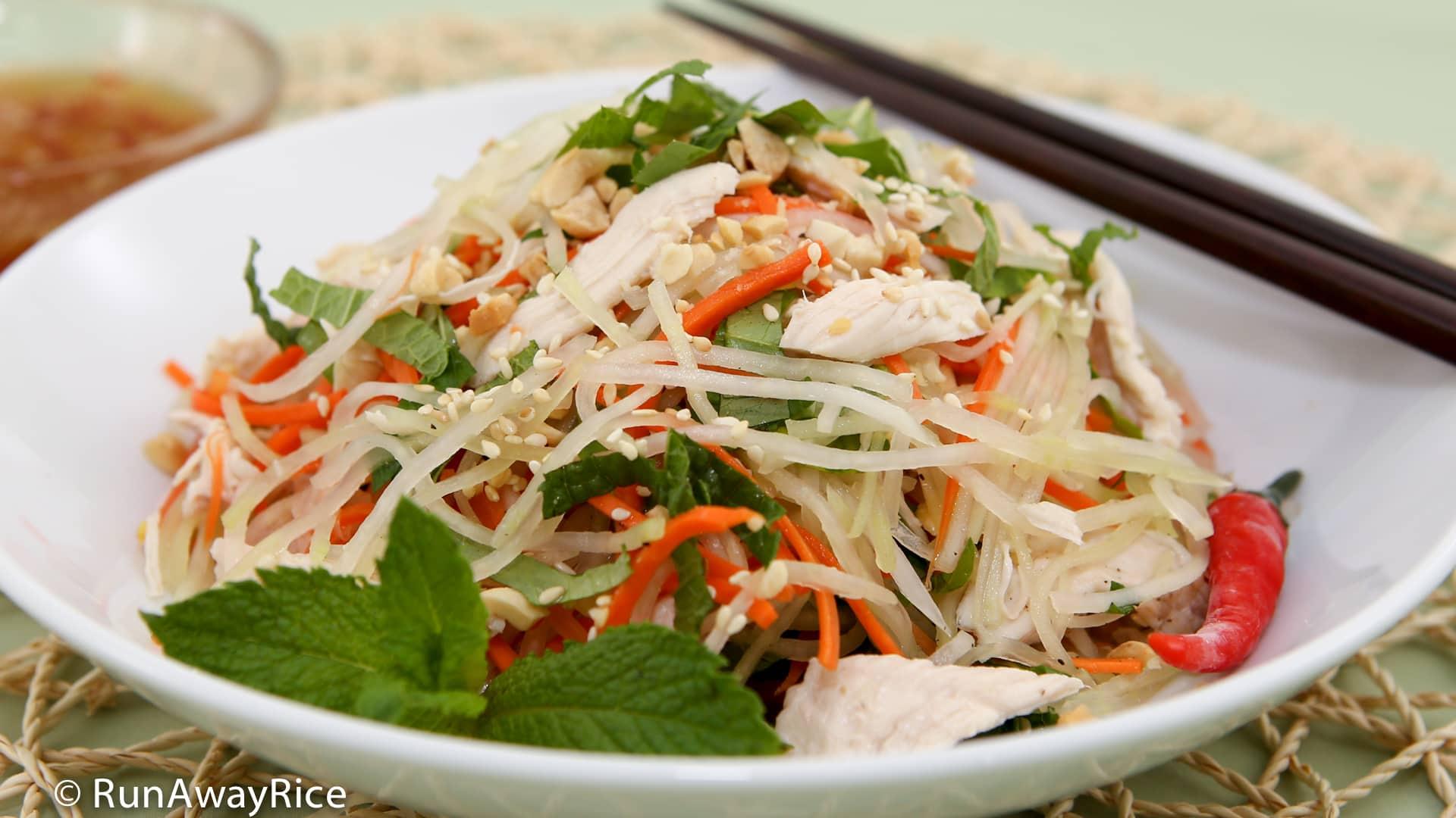 Kohlrabi Chicken Salad (Nom Su Hao Thit Ga) - refreshing and crispy salad with a flavorful dressing | recipe from runawayrice.com