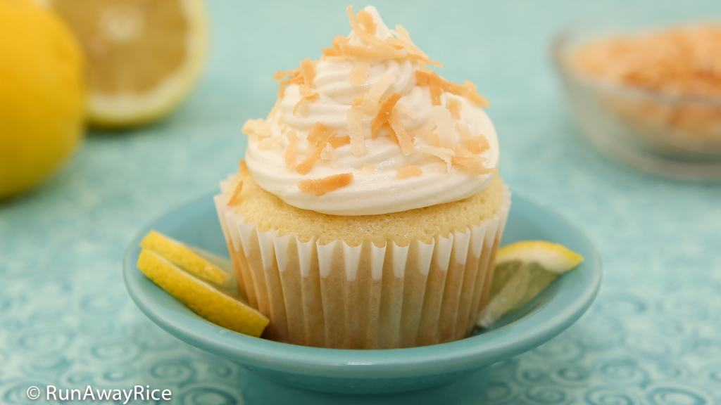 Lemon Coconut Cupcakes with Cream Cheese Frosting - perfectly tart and sweet and super easy to make | recipe from runawayrice.com