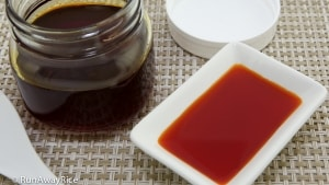 Annatto Oil / Achiote Oil (Dau Mau Dieu) - fragrant infused oil for your favorite Viet dishes | recipe from runawayrice.com